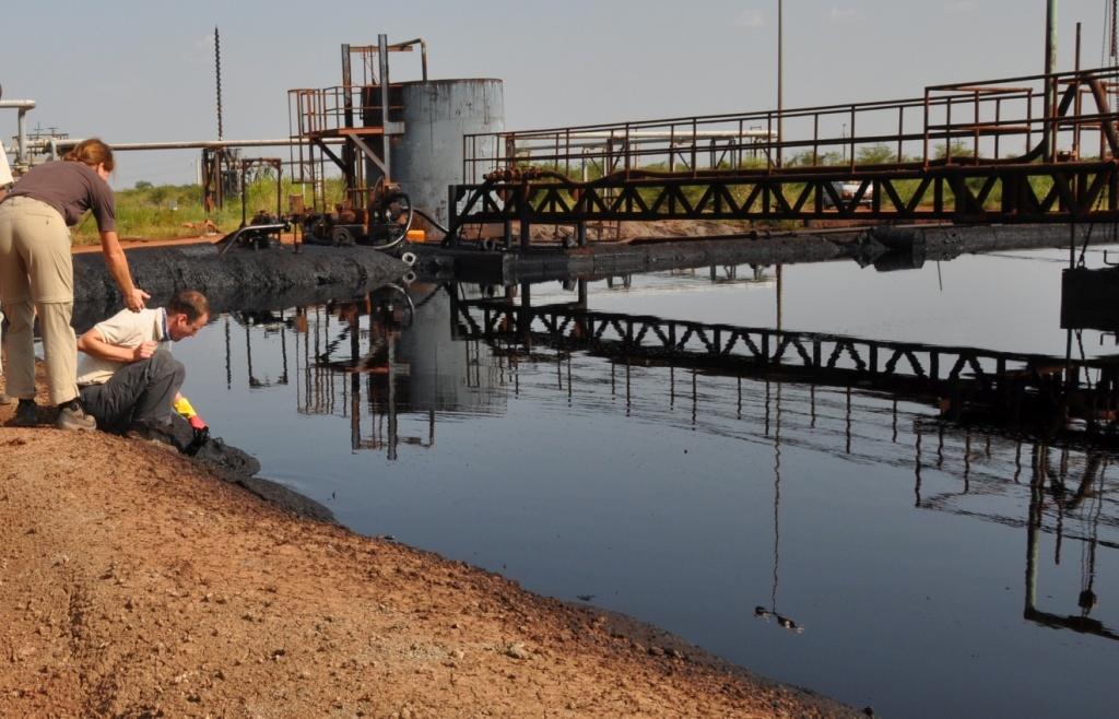 Ölfeld Unity - CPF Thar Jath - Öltümpel - Probenahme