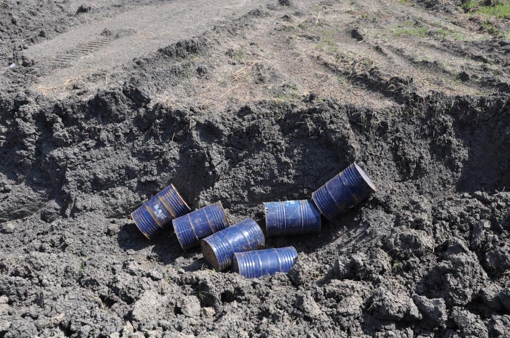 Ölfeld Unity - Bohrstelle - Tonnen